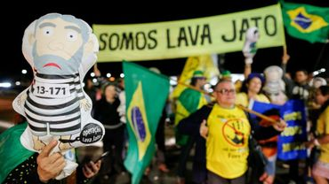 Des brésiliens manifestent, le 12 juillet 2017, après l'annonce de la  condamnation de l'ex-président Lula a près de 10 ans de prison pour corruption