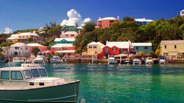 """Les Bermudes sont le pays où la """"prime de bonheur"""" est la plus élevée, avoisinant 145.000 dollars (123.000 euros)."""