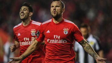 Benfica cartonne 10-0 et revient à un point du leader Porto
