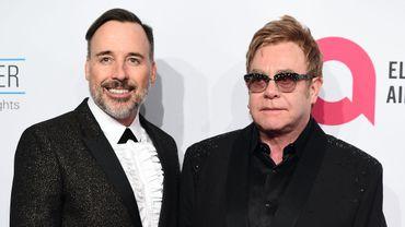 Elton John et son mari David Furnish produiront une série musicale pour HBO