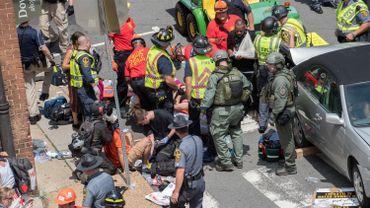 Une voiture fonce dans une manifestation anti-droite radicale aux USA: un mort et 19 blessés