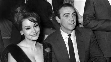 Claudine Auger, à côté de l'acteur écossais Sean Connery, le 19 février 1965.