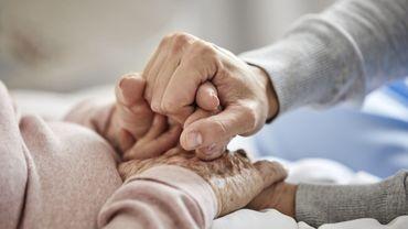 Coronavirus en France: à 105 ans, une femme survit au virus