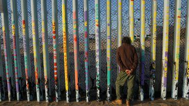 Les soldats américains appelés à repeindre le mur frontalier avec le Mexique