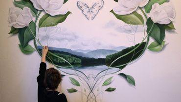 L'artiste liégeoise Pauline Dubisy donne vie à vos murs grâce à ses fresques
