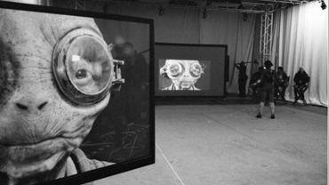 La photo prise lors d'une séance de motion capture laisse penser que l'extraterrestre joué par Lupita Nyong'o aurait survécu à l'attaque de sa cantine par les stormtroopers du Premier Ordre