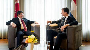 """Le Premier ministre turc qualifie d'""""hypocrites"""" les appels à ouvrir la frontière avec la Syrie"""