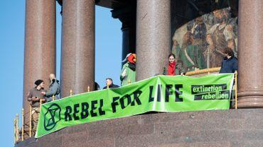 Dernière occupation avant la fin du monde. Des militants écologiques violents ?