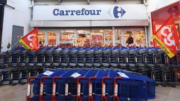 Dans le cas des magasins Carrefour, il s'agit d'une profonde restructuration. La procédure Renault est enclenchée.