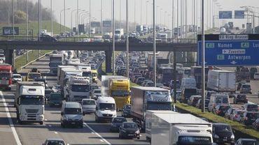 Plusieurs accidents en périphérie de Bruxelles: ring saturé, jusqu'à 2 heures de retard