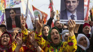 Turquie: des milliers de manifestants en soutien aux grévistes de la faim kurdes