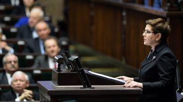 La commission, réunie dans la nuit, a approuvé la proposition de leur départ présentée par la nouvelle Première ministre Beata Szydlo.