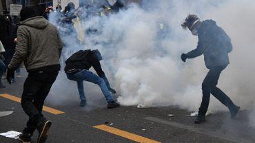Tensions à Paris lors de la marche contre le projet de loi sur la sécurité globale