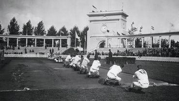 La lutte à la corde, aux Jeux Olympiques d'Anvers, en 1920