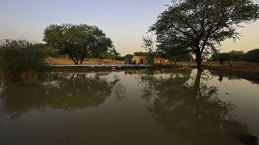 Les inondations favorisent les maladies liées à l'eau: le choléra, le paludisme et la dengue.