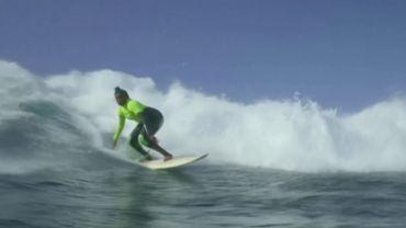 Khadjou Sambe, 1èrefemme sénégalaise à devenir surfeuse professionnelle