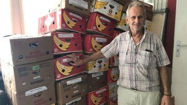 Yves Losseau emporte dans ses bagages une centaine de kilos de vêtements à destination de la Côte d'Ivoire