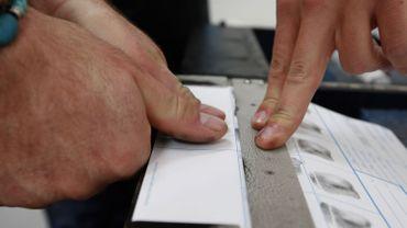 Les empreintes digitales seront ajoutées sur la carte d'identité dès avril 2019