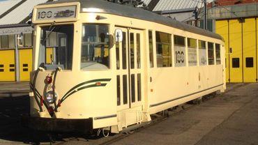 Cette motrice de tramway accueille une expo accessible les samedis de décembre