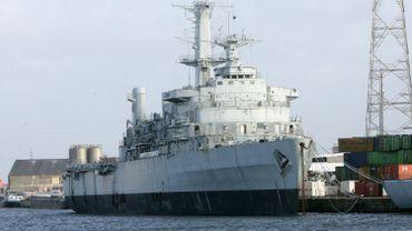 Un vieux navire de guerre britannique dans le chantier de démolition de navires de Galloo, à Gand.