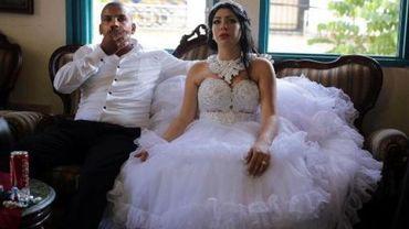 Le marié, Mahmoud Mansour, musulman et sa femme Malcha Morel, juive convertie, au domicile de la famille de Mahmoud dans le quartier de Jaffa à Tel-Aviv, le 17 août 2014