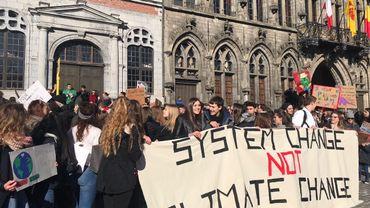 La manifestation s'est terminée sur la Grand-Place