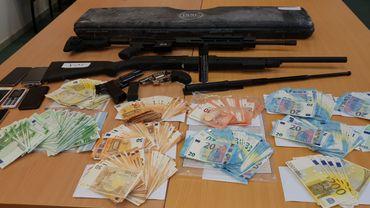 53.000 euros, des GSM, des armes,..., le butin de l'opération de la Police Judiciaire Fédérale de ce lundi 10 décembre