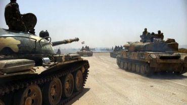 Photo prise au téléphone portable le 2 juin 2013 et montrant des tanks syriens en route vers la ville de Qousseir