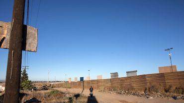 Présentation de prototypes pour le mur de Trump à la frontière