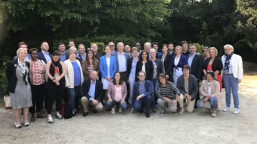 Les 47 candidats du MR pour les prochaines élections communales à Namur, autour d'Anne Barzin (première échevine sortante et tête de liste) et Luc Gennart (échevin sortant et en 2e place sur la liste).