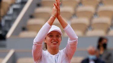 Iga Swiatek s'offre un premier Roland-Garros à 19 ans.