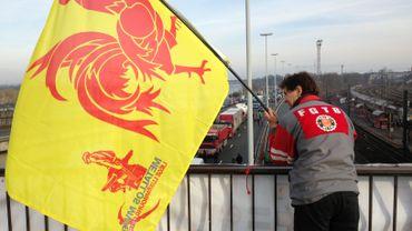 Les travailleurs d'Arcelor ont bloqué l'autoroute dans les deux sens