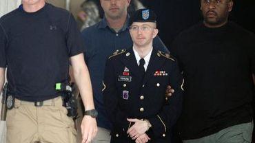 Le jeune soldat Bradley Manning quitte une cour militaire à Fort Meade, dans le Maryland, le 30 juillet 2013