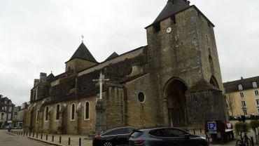 La cathédrale d'Oloron-Sainte-Marie, près de Pau, dans le département français des Pyrénées-Atlantiques, a été la cible dans la nuit de dimanche à lundi d'un commando de malfaiteurs.