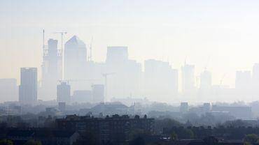 De Londres à Bucarest, la pollution de l'air coûte cher.