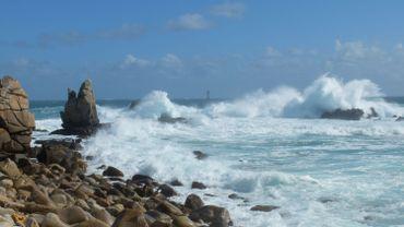 """""""Ecouter le monde"""" : le langage des vagues"""