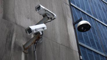 Le placement de ces caméras de surveillance et les images qu'elles récoltent permettent aussi aux entreprises de faciliter le licenciement des employés concernés.