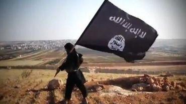 Capture d'écran à partir d'une vidéo téléchargée sur Youtube du 23 août 2013 et montrant le drapeau islamique