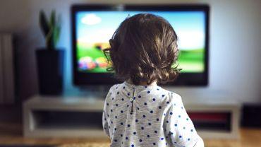 Le niveau d'attirance des enfants pour la télévision pourrait varier selon le tempérament du bambin.