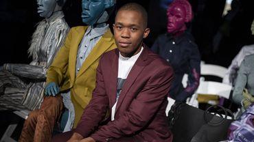 Le designer sud-africain Thebe Magugu n'a que 26 ans mais ses créations, présentées à la Fashion Week parisienne, en font déjà un des fers de lance d'une nouvelle génération de créateurs.