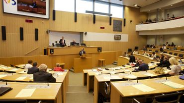 Le Parlement de la Fédération Wallonie-Bruxelles veut avoir sa part dans le débat sur les « fuites » des examens de juin dernier.