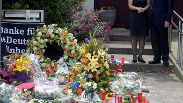 Maike Kohl-Richter (G), veuve de l'ancien Chancelier décédé Helmut Kohl devant leur domicile à Oggersheim en Allemagne le 18 juin 2017