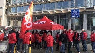 Les militants de la CGSP bloque le bâtiment de Proximus à Liège