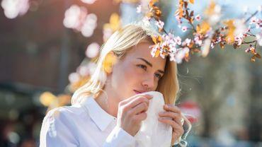 """""""Onespère que l'arrivée du printemps va diminuer la dynamique du virus. C'est ce qu'on voit pour d'autres virus respiratoires"""", indique Steven Van Gucht, virologue et président du Comité scientifique Coronavirus en Belgique."""