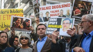 Manifestation contre le gouvernement turc pour ses purges à l'encontre des milieux d'opposition et des médias.