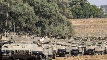Des chars de Tsahal sont alignés le long de la frontière avec la bande de Gaza en vue d'une offensive terrestre de plus en plus probable.