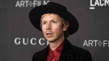 """Le chanteur américain Beck vient de dévoiler son single """"Dark Places"""", qui fera partie de son prochain album """"Hyperspace""""."""