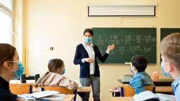 Pour les enseignants, le port du masque en permanence pourrait être dangereux