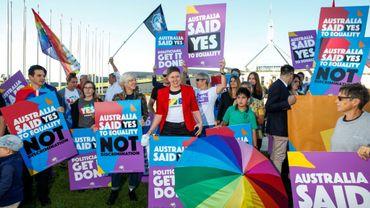 Rassemblement devant le Parlement australien avant le vote de la loi sur le mariage gay, le 7 décembre 2017 à Canberra