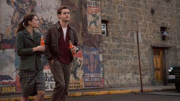 "Juliana Crain (Alexa Davalos) et Luke Kleintank (Joe Blake) dans la série ""The Man in the High Castle"", inspirée d'un roman de Philip K. Dick."